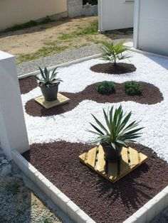 parterre avec cailloux | Budget tout compris (bordures, bâche de paillage, plantes, pouzolane ...