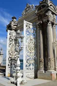 Bosporus Gate at the Dolmabahçe Palast, Istanbul – 2020 World Travel Populler Travel Country Islamic Architecture, Art And Architecture, Architecture Details, Portal, Empire Ottoman, Pamukkale, Grand Homes, The Doors, Porches