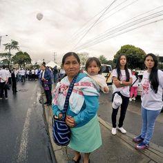 Ella marcha por una Colombia sin guerra para su hijo #PasoALaPaz #CaucaTerritorioDePaz