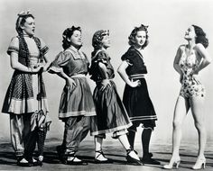 The evolution of swimsuits from the 1900s to 1940s ....Why couldn't we stop in the 40's? They're gorgeous!