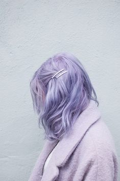 Pastel hair bob – pastellhaar bob – cheveux pastel bob – mane in color … Pastel Lavender Hair, Pastel Blue Hair, Pastel Bob, Rainbow Pastel, Short Pastel Hair, Pastel Hair Colors, Short Lavender Hair, Ombre Purple Hair, Silver Lavender Hair