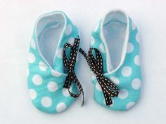 DIY Baby Kimono Shoes Tutorial and printable pattern for 0-3, 3-6, 6-12 months
