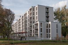 One of the two apartment blocks Peter Märkli realised at the Gutstrasse in Zürich. This one is finished a few years back. The building block adjacent to this one is beingfinished as we speak. Just…