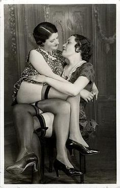 Another picture of a vintage gay couple. Outstanding that these pictures were taken.
