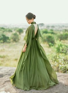 Prom Dresses 2018 This stunning anniversary session featuring a breathtaking olive green gown from Elie Saab has totally made our day! Elegant Dresses, Pretty Dresses, Formal Dresses, Prom Dresses, Bridesmaid Dresses, Flapper Dresses, Tea Length Dresses, Dress Prom, Wedding Bridesmaids