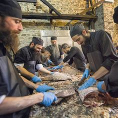 "thehomelessmonk: "" ""Monks in the old kitchen of Vatopedi Monastery on Mt Athos, preparing fish to serve at the common meal./ Μοναχοί στην παλιά κουζίνα της Μονής Βατοπαιδίου, ετοιμάζουν τα ψάρια για... Catholic Herald, Christian World, Orthodox Christianity, Old Things, Faith, God, Dios, Allah, Loyalty"