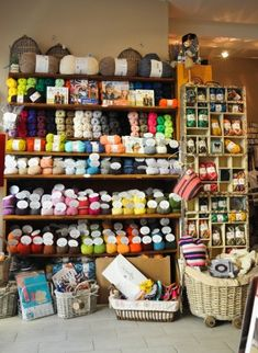 Vue interieure de la mercerie avec les laines WOOLLY et myboshi Wool Shop, Yarn Shop, Craft Shop, Craft Stores, Diy Crafts Store, Craft Room Design, Yarn Storage, Yarn Stash, Needle Case