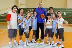 Oscar, ex-jogador de basquete, faz participação em Chiquititas