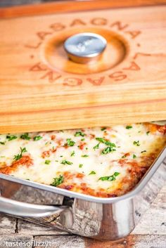 Looking for a classic lasagna recipe? Give this easy homemade lasagna a try. Hints and exact ingredients to use for the world's best lasagna. Homemade Lasagna Recipes, Pasta Recipes, Cooking Recipes, Classic Lasagna Recipe, Best Lasagna Recipe, Italian Dishes, Italian Recipes, Italian Meals, Lasagne Roll Up