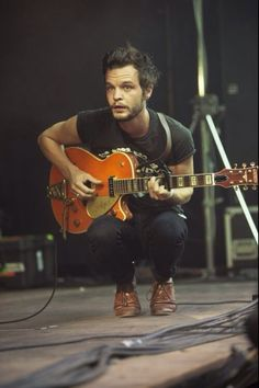 This sums up his live performances - The tallest man on earth
