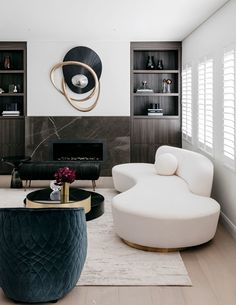 Contemporary living room design is known to have clean lines in the design of its furniture pieces, as well as … Living Room Inspiration, Interior Design Inspiration, Home Interior Design, Luxury Interior, Home Design, Modern Interior, Modern Decor, Style Inspiration, Contemporary Bedroom