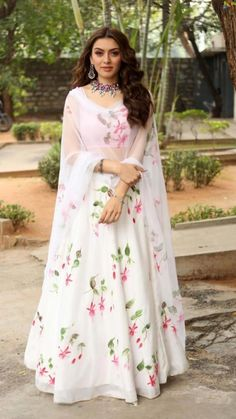 Dress Indian Style, Indian Fashion Dresses, Indian Gowns, Indian Designer Outfits, Designer Dresses, Indian Wear, Indian Anarkali, Muslim Fashion, Pakistani Dresses
