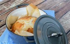 """Não há nada como o cheiro do pão quente que aromatiza a casa pela manhã. Costumamos fazer o nossopróprio pão, é fácil, econômico, saboroso e saudável. Aprendemos essa receita com a família Gaspar, querida família portuguesa que nos """"adotou"""" quando morávamos em Coimbra. Fazer este pão é realmente muito simpleseconsiste em4 procedimentos importantes: 1.Não é […]"""
