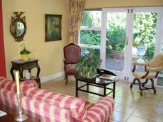 Southern suburbs Self Catering Cottage Cape Town - Nestlings http://capeletting.com/southern-suburbs/rondebosch/nestlings-214/