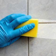 Para adquirir uma boa aparência as janelas e vidros necessitam de uma limpeza regular. O ideal é que a limpeza seja feita mensalmente. Antes de limpar os vidros é necessário limpar as janelas e aberturas primeiro. Uma sugestão é passar um pincel de cerdas largas entre as frestas da janela para eliminar o pó. Também é possível aspirar as partes de mais difícil acesso principalmente os cantos. Opte por limpa vidros para sujeiras comuns álcool sabão neutro para sujeira mais pesada esponja macia…