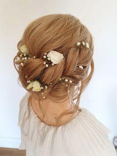 A relaxed boho hairstyle #bohobride #boho #bohowedding #hairupideas #bridalhair #rusticwedding