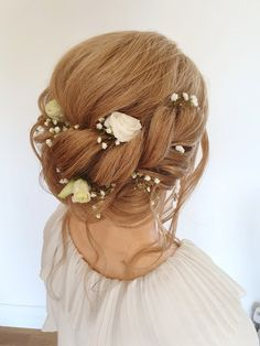 A relaxed boho hairstyle #bohobride #boho #bohowedding #hairupideas #bridalhair #rusticwedding Date Hairstyles, Messy Bun Hairstyles, Wedding Hairstyles, Boho Bride, Boho Wedding, Bridal Hair Up, About Hair, Bridesmaid Hair, Cut And Color