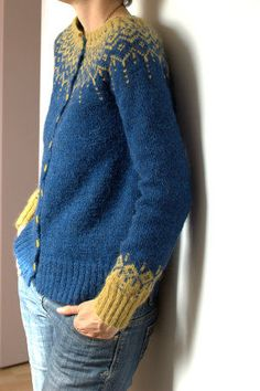 the web site is in French, would love to find this pattern in English!!.....Yay! I found it on ravelry.  It's a Drops Design free pattern