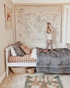 kids bedroom natural World map, neutral playroom, neutral boy bedroom, girl bedroom decor Deco Kids, Kids Decor, Home Decor, Decor Ideas, Decorating Ideas, Wall Ideas, Decor Crafts, 31 Ideas, Baby Room Decor