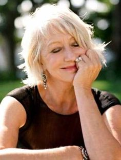 """Helen Mirren elicits admiration from many, including me, for her mature beauty and elegant style. Looking to her for clues in how to gain this look for myself. A """"fanpage""""/beauty tips hub. Blonde Layered Hair, Blonde Layers, Short Blonde, Helen Mirren, Bob Hairstyles 2018, Medium Hairstyles, 2018 Haircuts, Woman Hairstyles, Curly Hairstyles"""