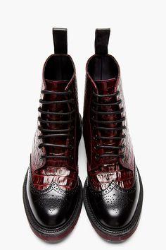 Martens Burgundy Crocodile Brogued Wingtip Calder Boots for men Mode Shoes, Men's Shoes, Shoe Boots, Dress Shoes, Shoes Men, Gq Style, Mode Style, Dr. Martens, Dr Martens Men