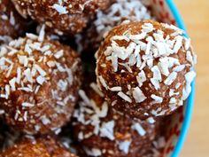 Raw coconut and cacao bites: vegan