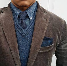Tie, suit: @gap @gq @brooklyntailors Shirt: @uniqlousa Sweater: @jcrew #Elegance #Fashion #Menfashion #Menstyle #Luxury #Dapper #Class #Sartorial #Style #Lookcool #Trendy #Bespoke #Dandy #Classy #Awesome #Amazing #Tailoring #Stylishmen #Gentlemanstyle #Gent #Outfit #TimelessElegance #Charming #Apparel #Clothing #Elegant #Instafashion