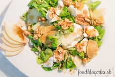 Salat with goat cheese, apple and walnuts. Goat Cheese, Fresh Rolls, Goats, Chicken, Dinner, Healthy, Ethnic Recipes, Apple, Dining