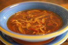 Sopa de tiritas de setas en caldo de chiles secos.