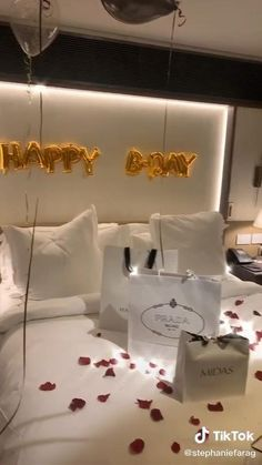 Birthday Surprise For Husband, Birthday Morning Surprise, Birthday Surprises For Him, Surprises For Husband, Birthday Gifts For Girlfriend, Romantic Boyfriend Birthday Ideas, Birthday Surprise Ideas, Boyfriend Surprises, Romantic Birthday Wishes