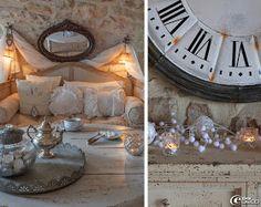 Un salon cosy éclairé avec un drapé réalisé avec un rideau brodé accroché à des embrases en laiton, canapé 'Une Chaise au Soleil', miroir doré chiné chez 'Roberto la brocante' à Uzès, plateau en zinc et bonbonnière 'Pomax'