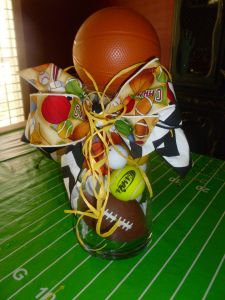 Party Jar Centerpiece DIY- These looks like fun to make and they look easy. Sports Centerpieces, Banquet Centerpieces, Baby Shower Table Centerpieces, Banquet Decorations, Diy Centerpieces, Banquet Ideas, Diy Shows, Baby Boy Shower, Baby Showers