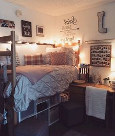 Dorm bedroom - Top Dorm Room Storage Organization Ideas On a Budget – Dorm bedroom College Bedroom Decor, Cool Dorm Rooms, Dorm Bathroom Decor, College Dorm Bathroom, Girl College Dorms, College Closet, Bathroom Small, Bathroom Mirrors, Bathroom Cabinets