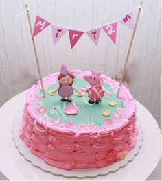 Me encanta esta tarta para una fiesta Peppa Pig, de Cuki Chic / I love this Peppa Pig cake, by Cuki Chic Peppa Pig Birthday Cake, Trolls Birthday Party, Cute Birthday Cakes, Beautiful Birthday Cakes, Baby Girl 1st Birthday, Pig Party, Fiestas Peppa Pig, Cake Designs For Girl, Girl Cakes