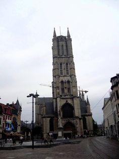 Лучше Гента - только Гент.  Собор Святого Бавона,в Генте принято произносить Баво,возвышается на месте бывшей часовни, построенной в 942 году в честь Св.Иоанна Крестителя,первого покровителя города