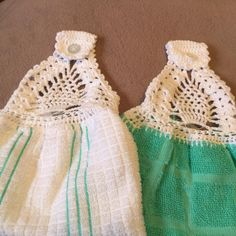 Crochet pineapple design for kitchen towel tops by Mary Hogbin (from Facebook)