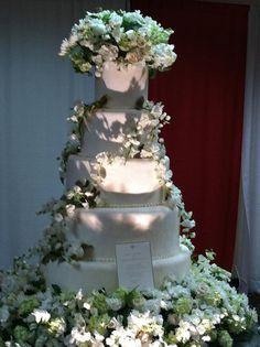 Edward and Bellas wedding cake twilight Pinterest Wedding