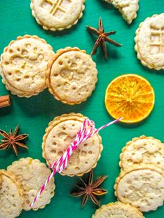Simple Christmas shortbread stamped cookies with orange and cinnamon flavor Baking Recipes, Dessert Recipes, Desserts, Shortbread, Simple Christmas, Cinnamon, Muffin, Goodies, Sweets