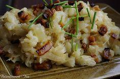 Potato tarts with sauerkraut NejRecept. Fried bacon on top. But this is goodness. Polish Recipes, Sauerkraut, Gnocchi, Ham, Potato Salad, Cauliflower, Mashed Potatoes, Fries, Bacon