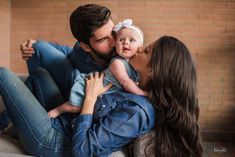 Filha do goleiro Alisson é a mascote mais fofa da Seleção Alison Becker, Family Goals, My Daddy, Read News, Football Players, Liverpool, Abs, Couple Photos, Cute