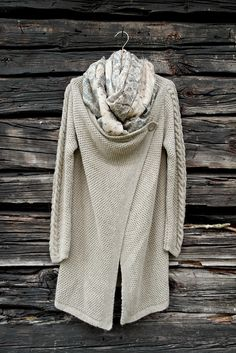BY PIA`S: LINEN & WOOL