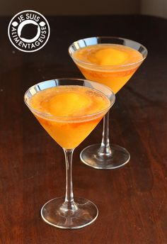 Peach Mango Bellinis inspired by Milestones Bellini! A #drink from alimentageuse.com #vegan