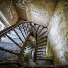 Abandoned Mansions, Abandoned Buildings, Abandoned Places, Stairs And Staircase, Stair Steps, Old Windows, House Rooms, Stairways, Old Houses