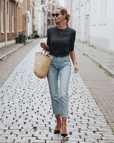 New season means new outfits. To help you out, here are some outfit ideas on what to wear for spring. High Waist Outfit, Simple Outfits, Casual Outfits, Spring Outfits Women Casual, Laid Back Outfits, Spring Fashion Outfits, Winter Outfits, Outfit Zusammenstellen, Denim Look