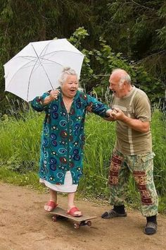 Elderly Couples Prove You're Never Too Old To Have Fun ❤️ Old couples having fun - too cute!❤️ Old couples having fun - too cute!