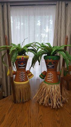 hawaiian luau party My tiki men. My tiki men. Luau Theme Party, Hawaiian Party Decorations, Aloha Party, Hawaiian Luau Party, Tiki Party, Beach Party, Beach Decorations, Clay Flower Pots, Flower Pot Crafts