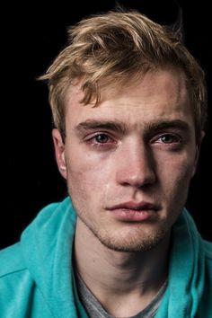 18 fotos de hombres llorando que son capaces de romper los estereotipos