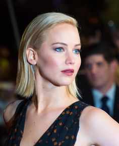 Peachy lips, sparkling blue eyes and hair slicked behind the ear, J-Law had red carpet beauty down at the Hunger Games premiere in London last night.