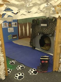 We're Going on a Bear Hunt role-play area. We're Going on a Bear Hunt role-play area. Camping Dramatic Play, Dramatic Play Area, Dramatic Play Centers, Preschool Classroom, In Kindergarten, Book Activities, Preschool Activities, Preschool Decorations, Teddy Bear Day