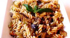 Sebzeli Makarna Tarifi | Yemek Tarifleri Vegetable Pasta Recipes, Turkish Recipes, Ethnic Recipes, Food Categories, Food Videos, Noodle, Salsa, Chicken, Vegetables